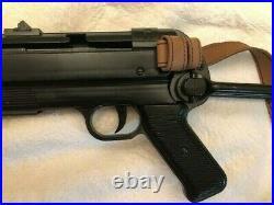 Denix WW2 German MP40 non firing metal replica with strap