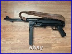 WWII German MP-40 Submachine Gun Non Firing Metal Replica